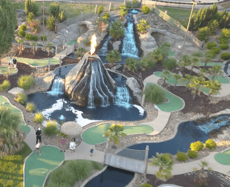 Funtrackers Mini Golf – Players & Volcano