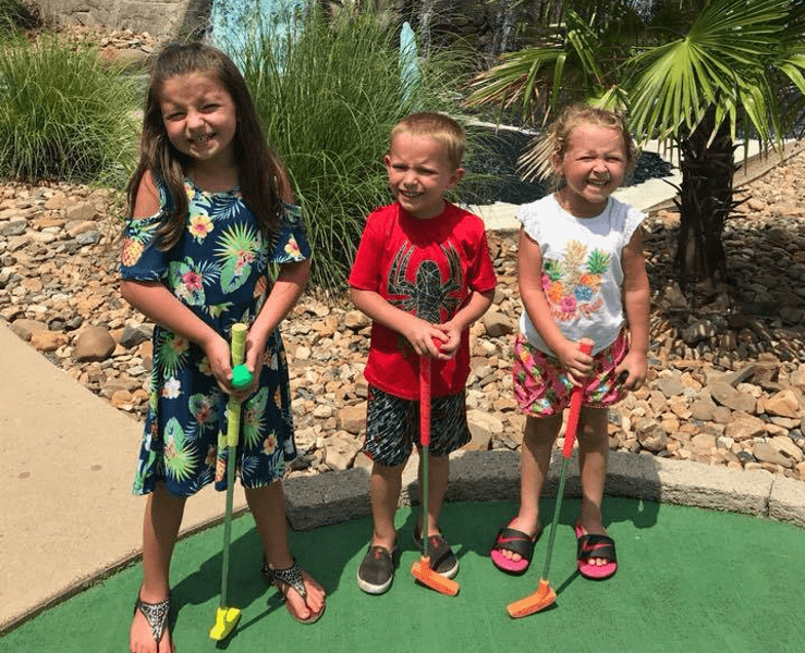 Funtrackers Mini Golf – Three Smiling Kids