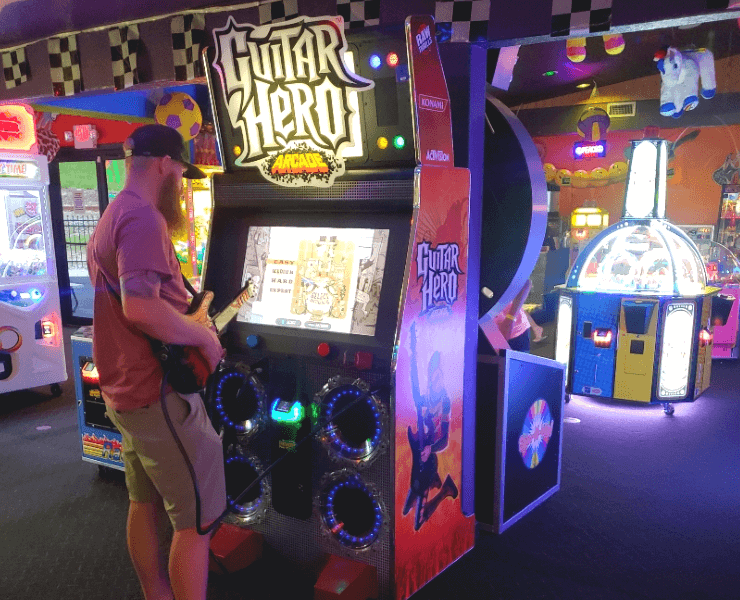 Funtrackers Arcade – Guy Playing Guitar Hero