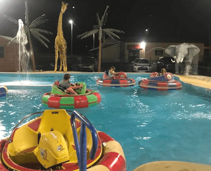 Funtrackers Bumper Boats – Riders Spraying
